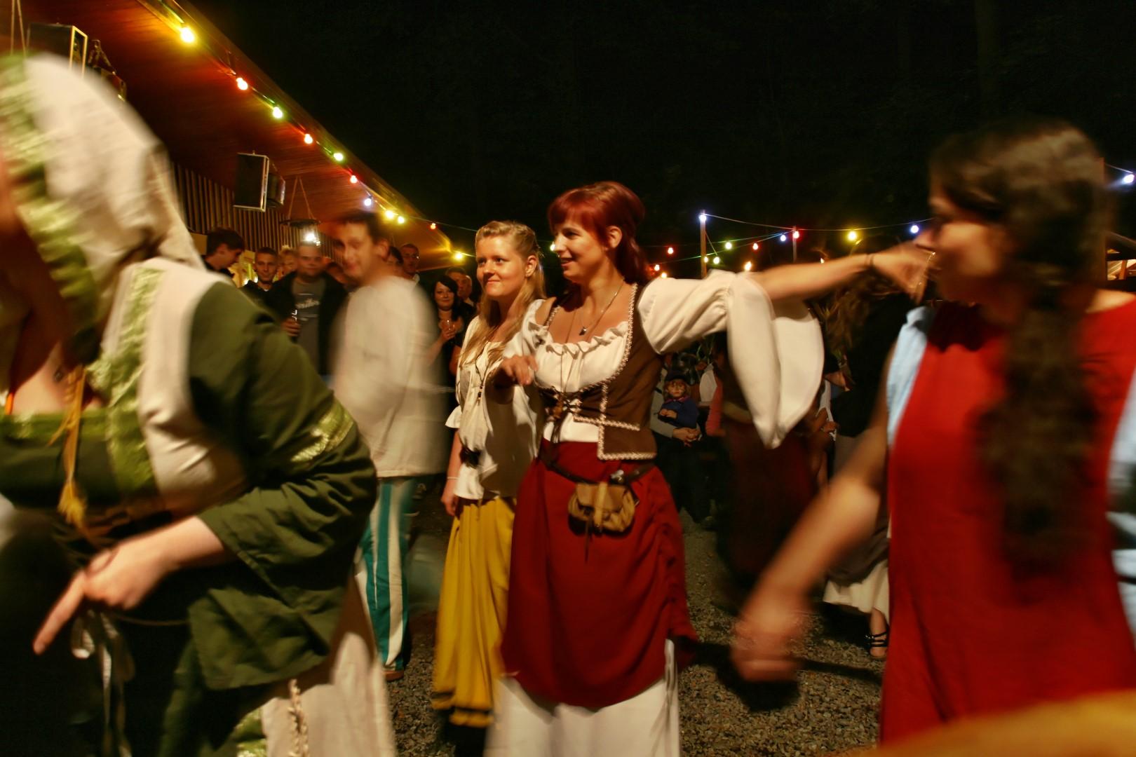 img_1427mittelalterliche_hofepark_zu_schoenbach
